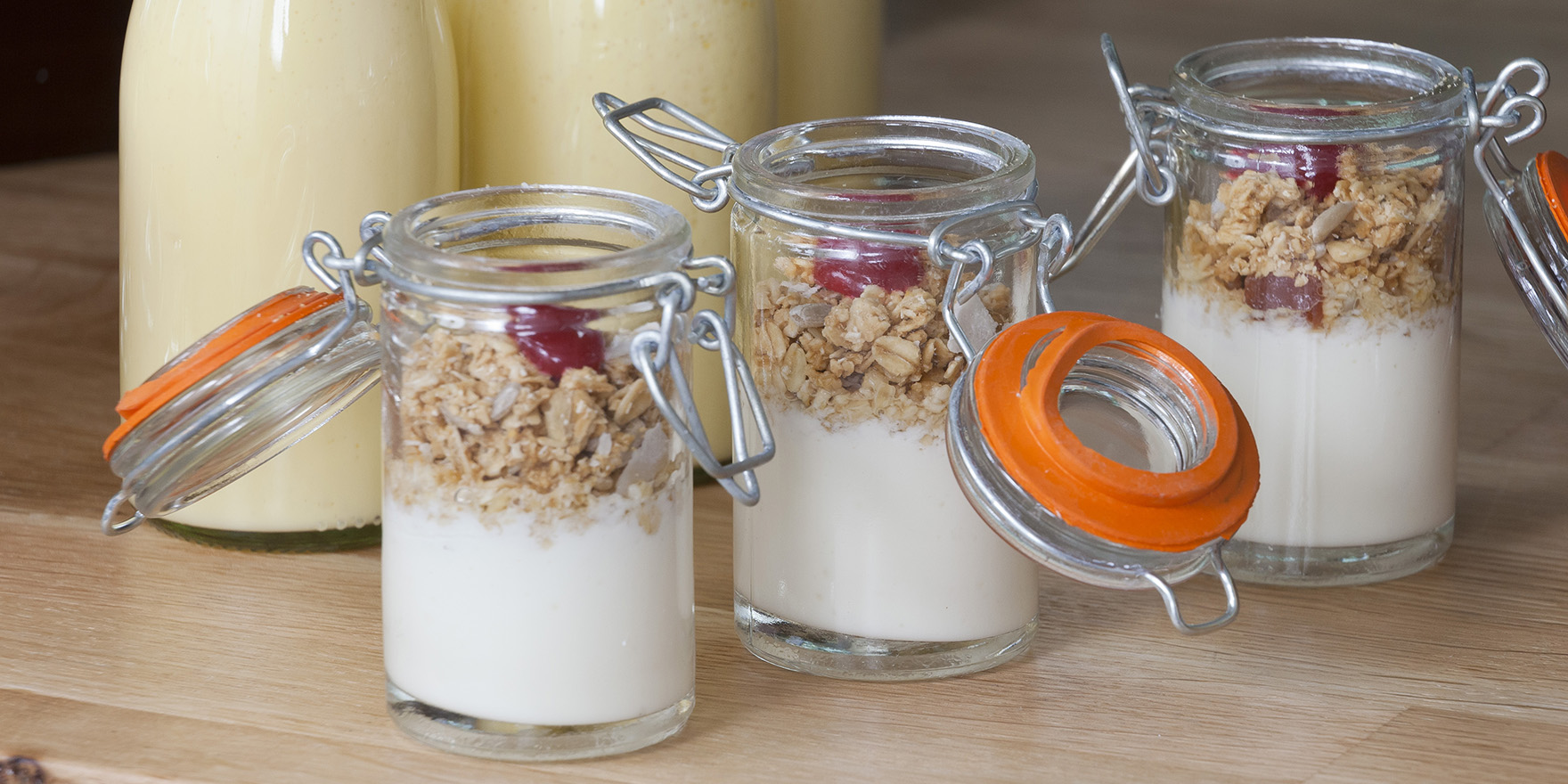 Breakfast granola pots
